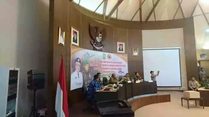 Plt Gubri Pimpin Rapat Siaga Darurat Penanggulangan Bencana Asap Tahun 2018