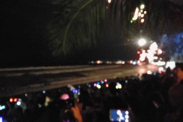 Ribuan Wisatawan Lokal dan Asing  Nikmati Malam Tahun Baru di Pantai Kuta