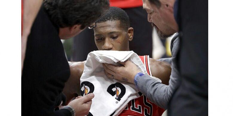 Atlit NBA Ini Melakukan Slam Dunk Mengerikan, Wajah Nyungsep ke Lantai dan Giginya Rontok